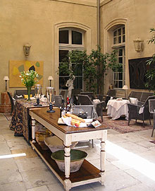 le patio de La Mirande à Avignon