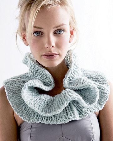 zoom col à volants en tricot - création Phildar