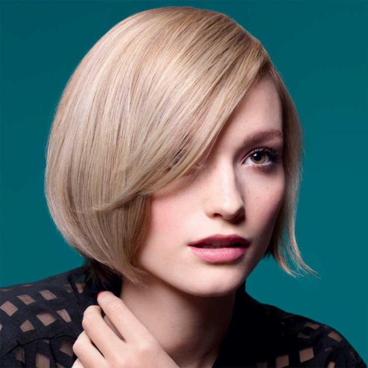 Coupe et coiffure^pour cheveux mi-longs Christine MARGOSSIAN - Automne-Hiver 2016-2017.