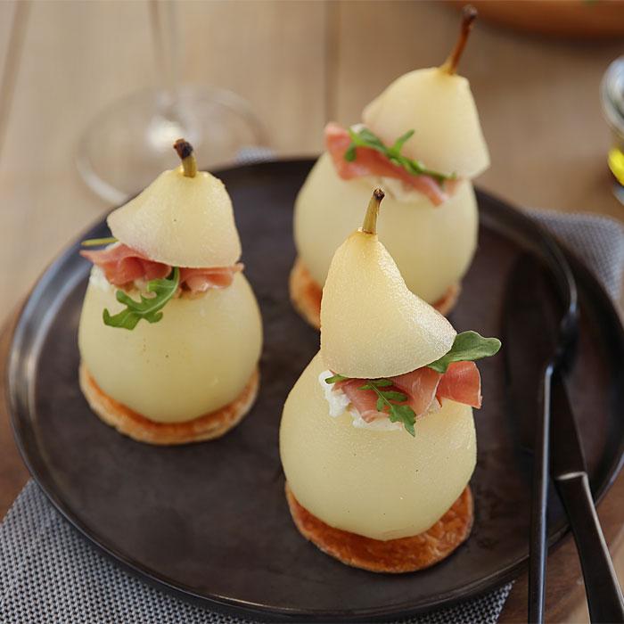 Poires pochées farcies au gorgonzola aux noix et au Jambon cru