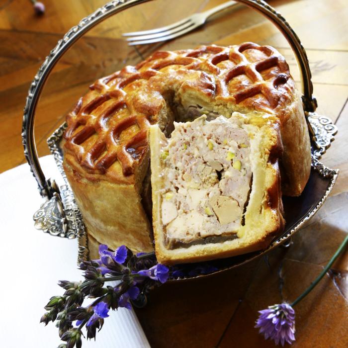 Pâté en croûte de poularde de Julien du chef étoilé du restaurant Château de la Treyne à Lacave, Stéphane Andrieux.