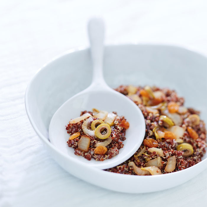 Risotto de quinoa rouge aux endives, aux olives et aux raisins secs
