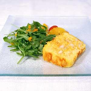 Cake à la carotte, aux amandes et aux agrumes, salade de roquette