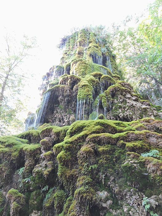 Cascade de tuf au Géoparc de Haute-Provence © ABCfeminin.com.