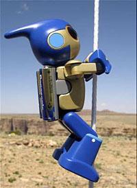 le robot équipé de piles Evolta Panasonic au-dessus du Grand Canyon