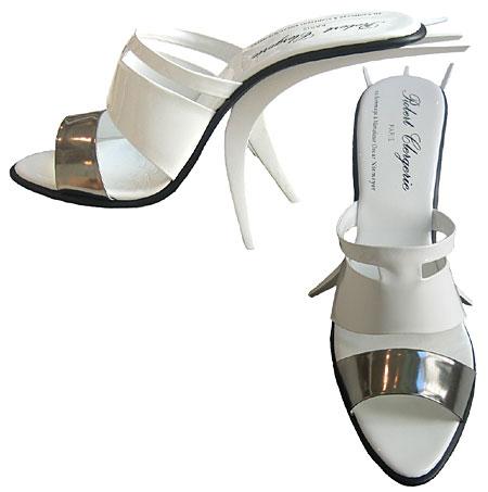 Chaussures Robert Clergerie au design inspiré des réalisations de l'architecte brésilien Oscar Niemeyer