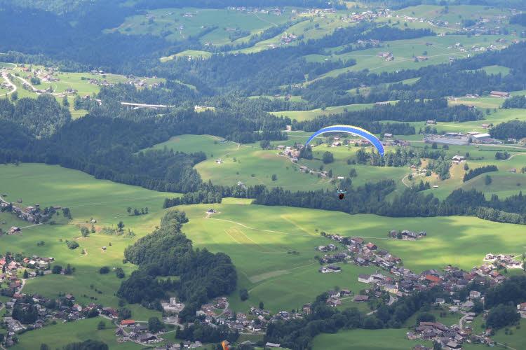 Spot de parapente sur les hauteurs d'Andelsbuch © ABCfeminin.com.