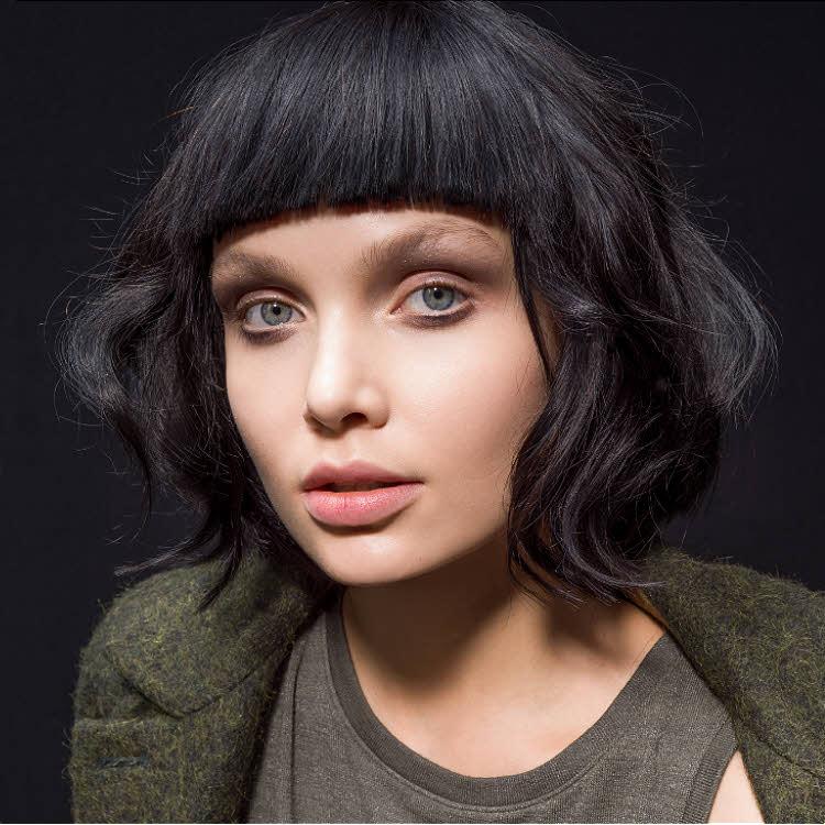 Coiffure cheveux mi-longs Alima BAZ - Automne-hiver 2017-2018.