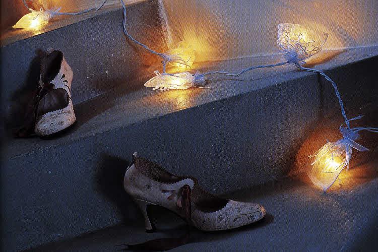 Modèle expliqué : guirlande lumineuse garnie de tulle brodé © Solar