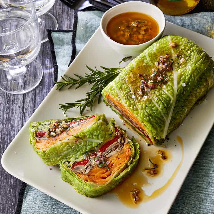 Recette vegan du chef Éric Reithler : chou farci aux légumes.