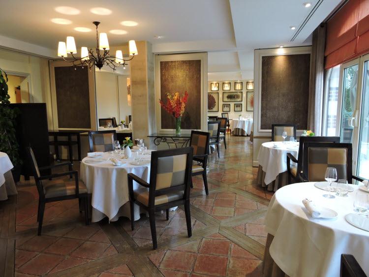 Photo : le restaurant de la Côte Saint-Jacques © ABCfeminin.com.