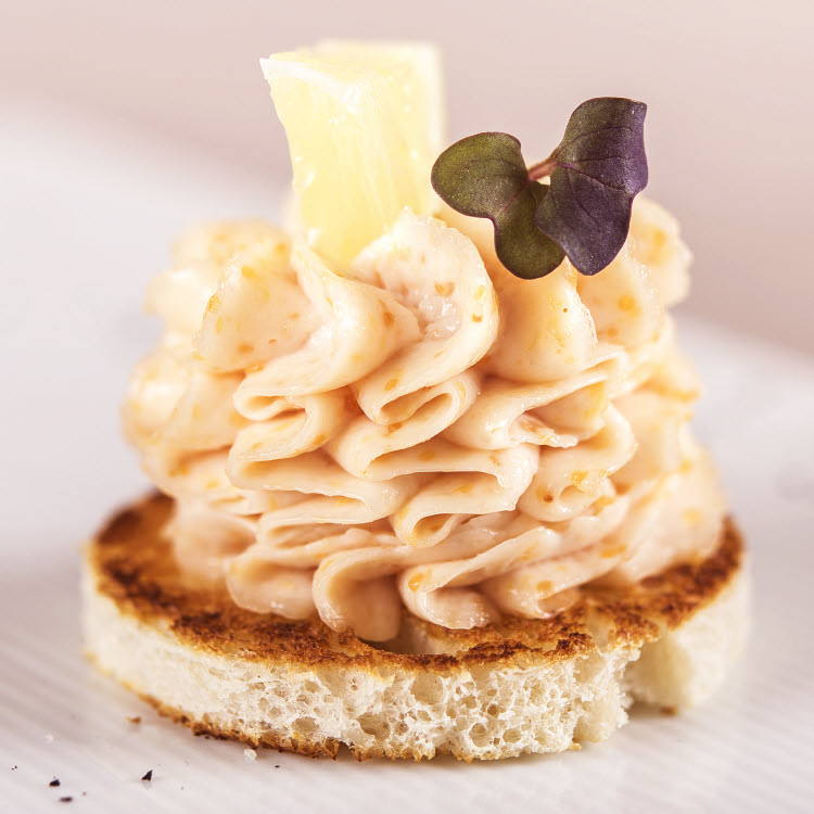 Chantilly de tarama sur mini pain toasté