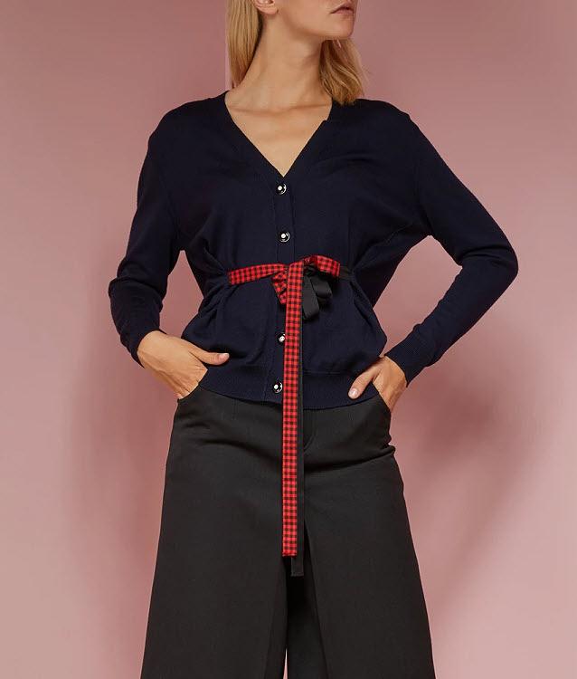Idée mode : la taille resserrée par des rubans. Modèle Miu Miu.