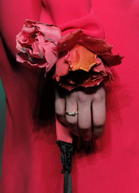 Idée mode : la manchette fleur Juan VIDAL.