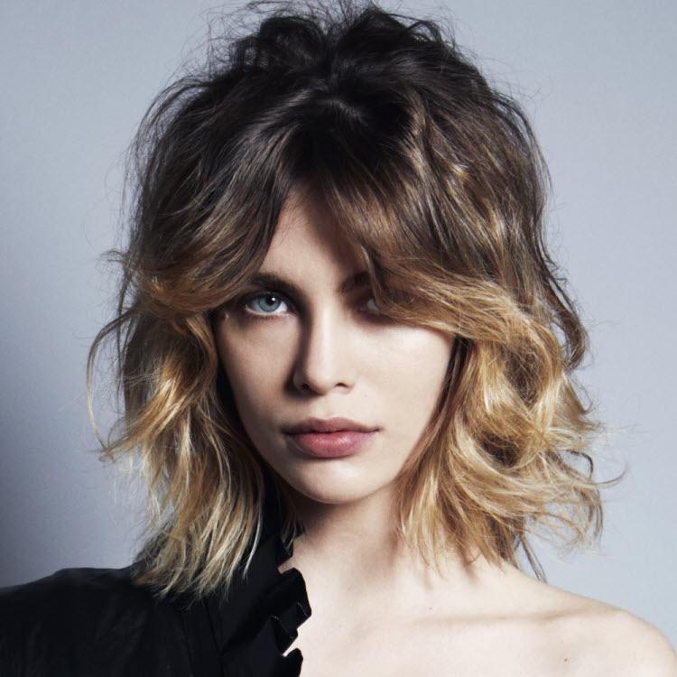 Coupe et coiffure cheveux mi-longs COIFFURE du MONDE - Automne-hiver 2018-2019.