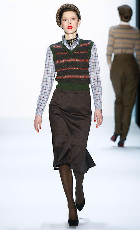 Débardeur jacquard, chemise à carreaux et jupe stylo Lena-Hoschek