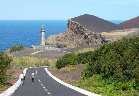 Le Centre d'interprétation des volcans dans le phare de Capelinhos, à Faial, Açores.