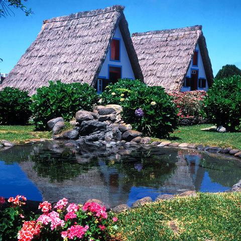 Maisons traditionnelles du village de Santana - Photo : Marcial Fernandes