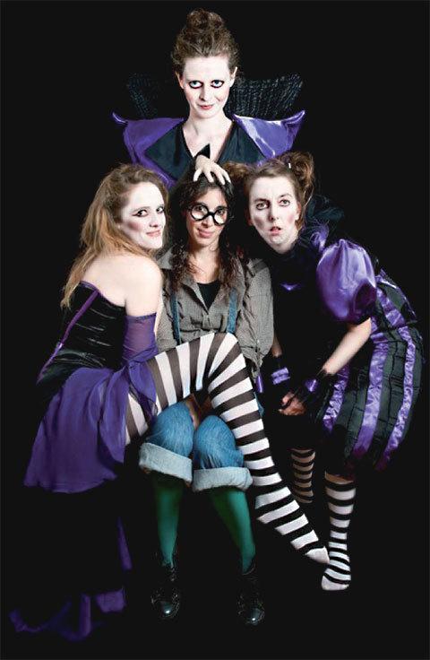 De Drôles de sorcières sévissent au théâtre du Marais