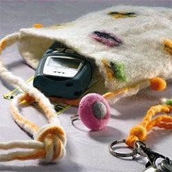 Pochette en laine feutrée - Photo extraite de 'Laine feutrée : bijoux et accessoires'