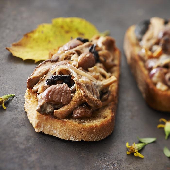 Tartines croustillantes aux châtaignes et champignons des sous-bois ardéchois - Photo Philippe Barret.