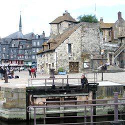 Honfleur, La Lieutenance, ancienne porte de Caen