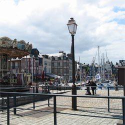 Honfleur, une ambiance portuaire autour du Bassin