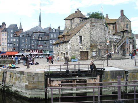 """""""La Lieutenance"""" à Honfleur, vestige des anciens remparts qui entouraient la ville et le bassin."""