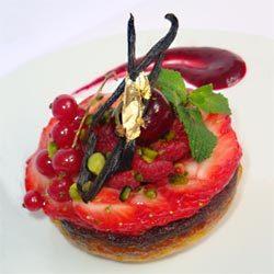 recette : clafoutis framboises et pistaches, carpaccio de fruits rouges