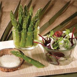 recette Mesclun et asperges vertes sauce mousseline coco gingembre © Gérald Gambier