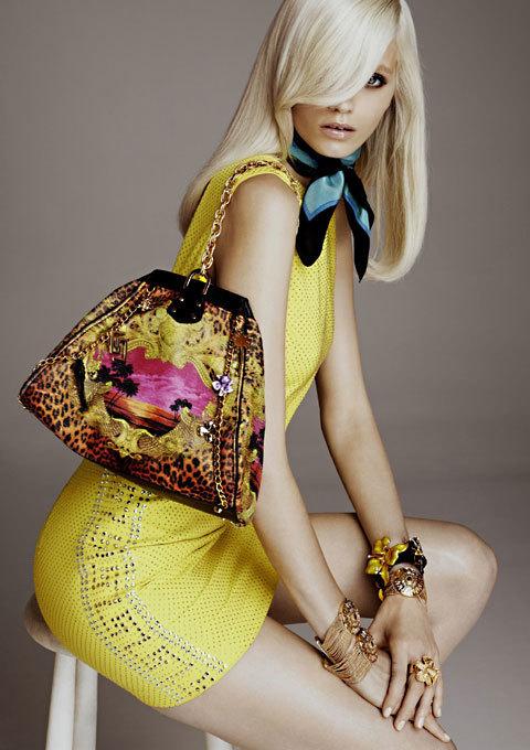 Robe et foulard en soie Versace pour H&M