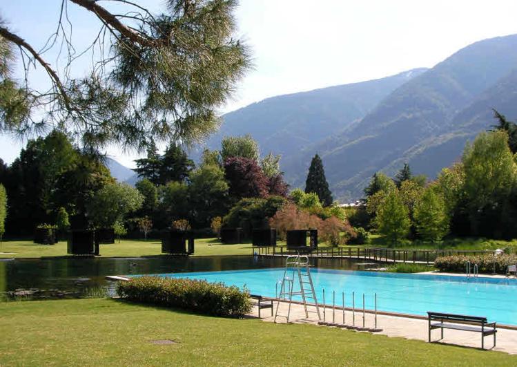 Piscine extérieur du centre thermal de Merano (Sud Tyrol) © ABCfeminin.com.
