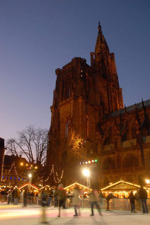 Patinoire à côté de la Cathédrale de Strasbourg