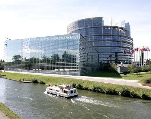 Les institutions européennes au bord de l'Ill à Strasbourg