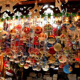 Une myriade de boules vendues sur le marché de Noël de Colmar