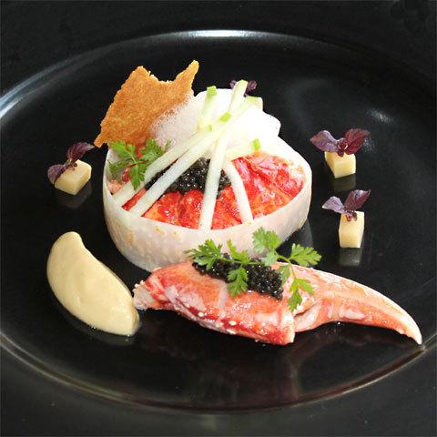 Zoom recette de Philippe Arrambide : fricassée de homard breton, céleri, pomme verte, caviar, sauce au vermouth