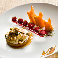 Recette de Jacques Chibois : tarte framboise et melon à l'orange meringuée de fruits secs & coulis
