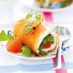 recette : roulés de saumon mariné au chèvre frais et pamplemousse