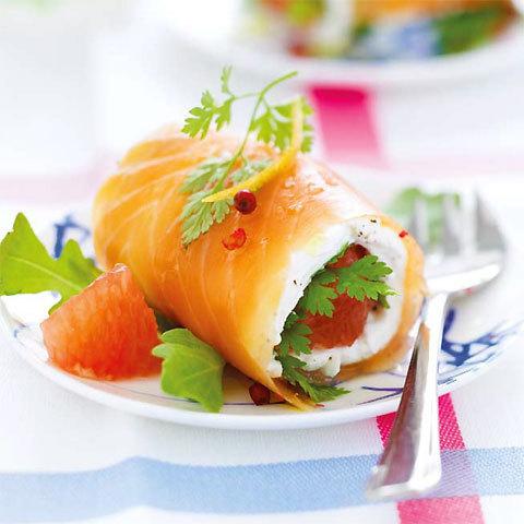 zoom recette : roulés de saumon mariné au chèvre frais et pamplemousse