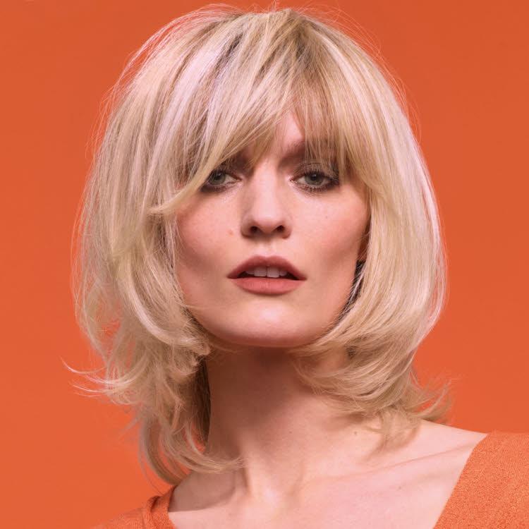 Coupe et coiffure cheveux mi-longs Camille ALBANE - Automne-hiver 2019-2020.