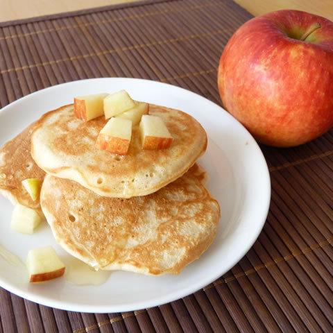 Recette de Solveig Darrigo Dartinet : pancakes à la pomme Antarès et coulis d'agave
