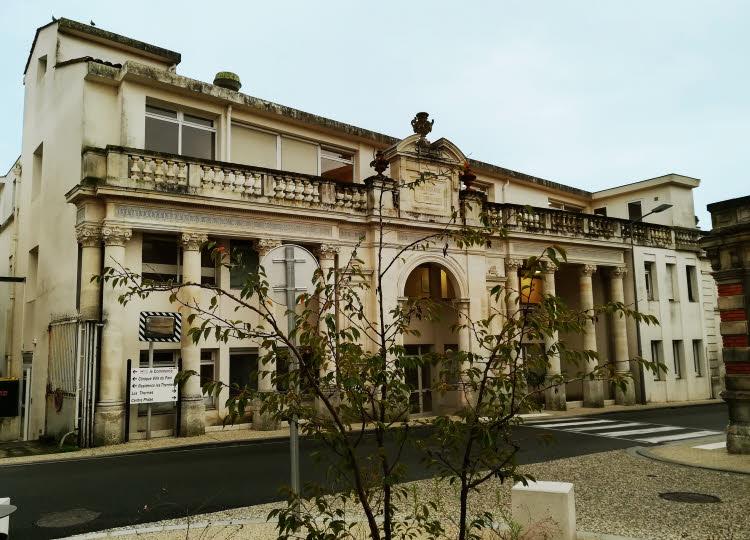 Les thermes historiques au cœur de Saujon en Charente-Maritime © ABCfeminin.com.