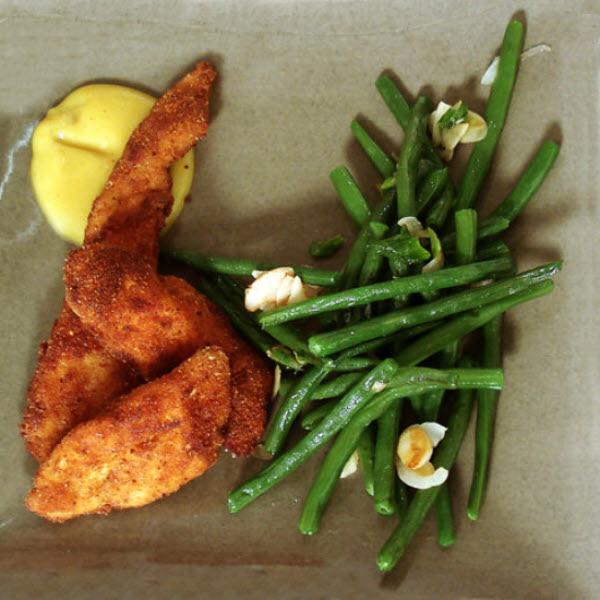 Croustillant de poulet au curry et haricots verts aux amandes