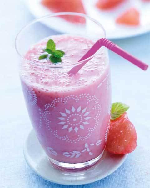zoom recette smoothie pamplemousse, banane, fraises et gingembre  © FDOC