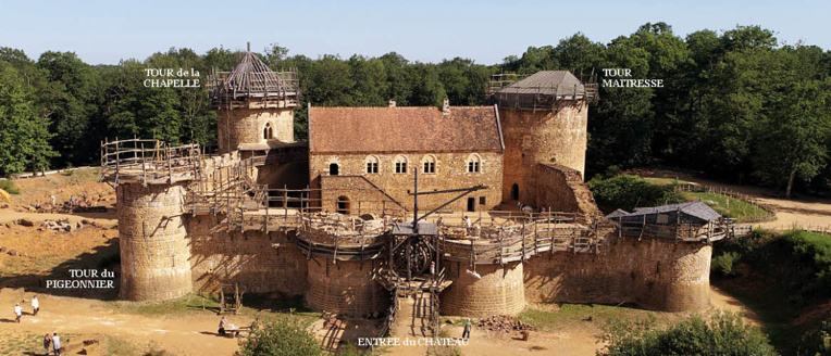 CHATEAU de GUEDELON en 2020 © Ph. Guédelon.