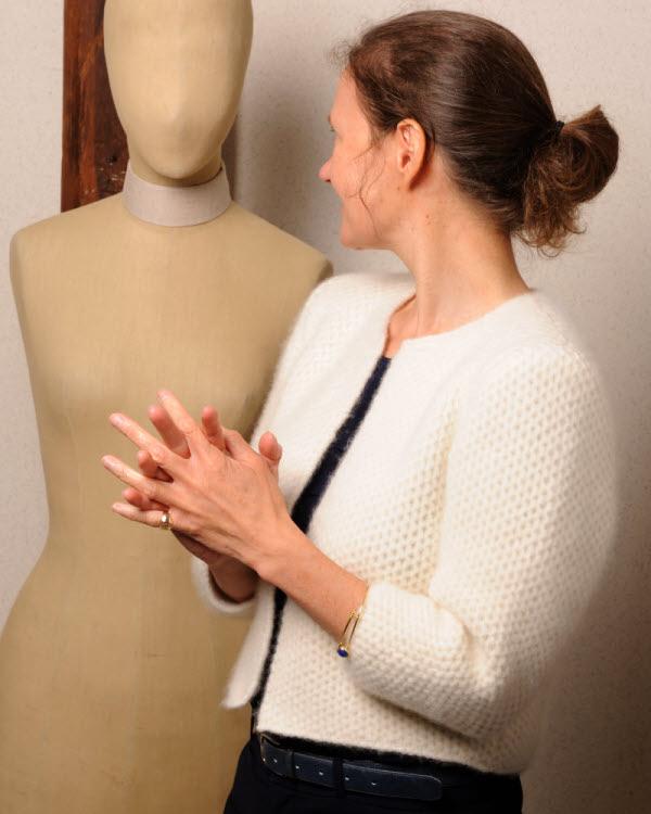Veste tricotée au point alvéoles - Modèle gratuit - Création Luce Smits extraite de l'ouvrage Tricots & philosophie.