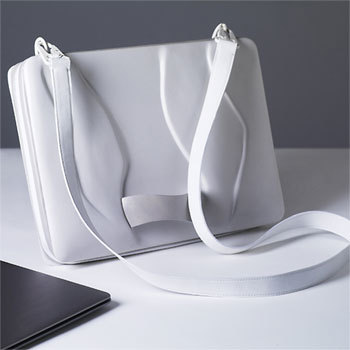 'Bag with organic surface structure' de Julia Thomas