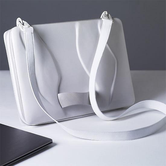 Bag with organic surface structure de Julia Thomas
