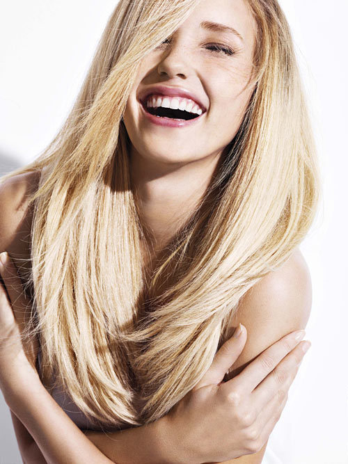 Coiffure cheveux long raide frange