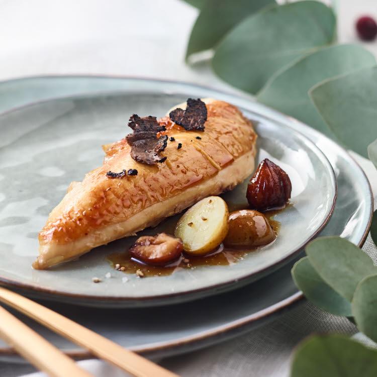 Suprême de chapon à la truffe, marrons et pommes de terre grenaille - Recette Maison Brémond 1830.